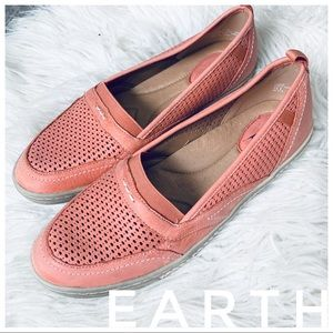 EARTH peach orange flats sneakers loafers
